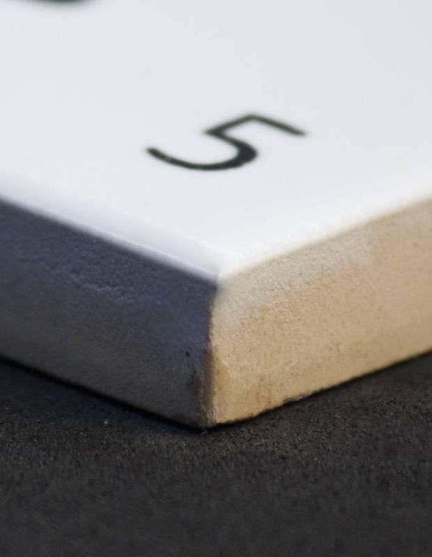 Scrabble-Fliese Buchstabe K 10 × 10 cm - LE0804011