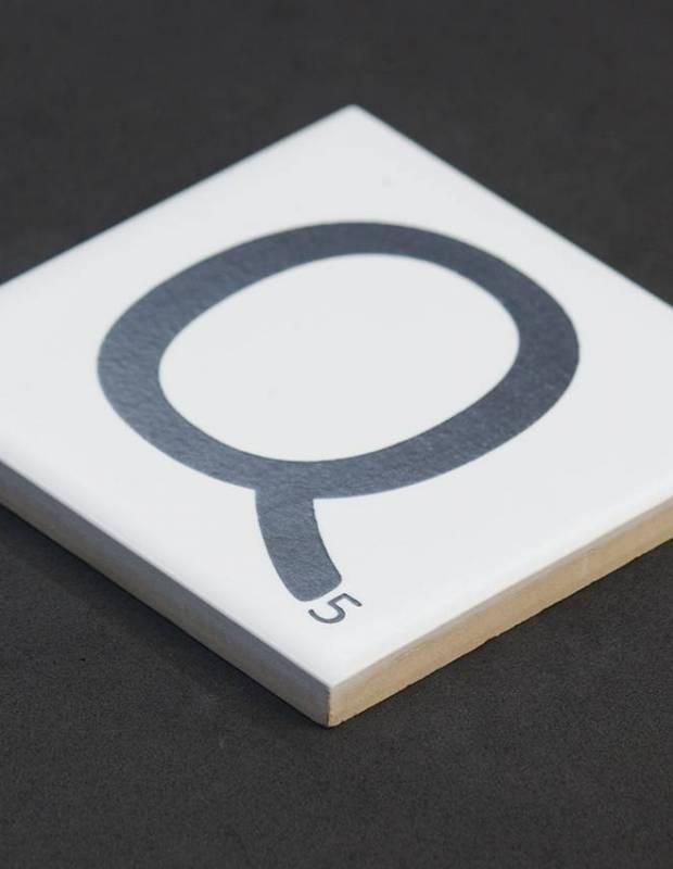 Scrabble-Fliese Buchstabe Q 10 × 10 cm - LE0804017