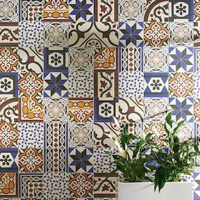 Carrelage aspect carreau de ciment pour intérieur au format 20x20 cm ou 15x15 cm. Idéal pour sol comme style rétro et ancien, on peut également l'utiliser comme carrelage mural grâce à son petit format en tant que crédence par exemple.